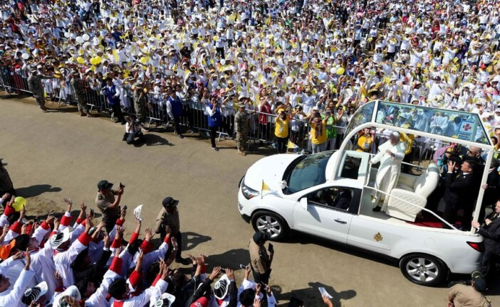 Pope Francis Comforts Peruvians Who Faced 'Wrath of Nature'