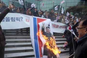 Protesters in Seoul Burn Image of Kim Jong-un During North Koreans' Visit