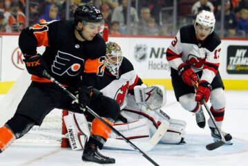 Flyers, Led by a Resurgent Jake Voracek, Defeat the Devils