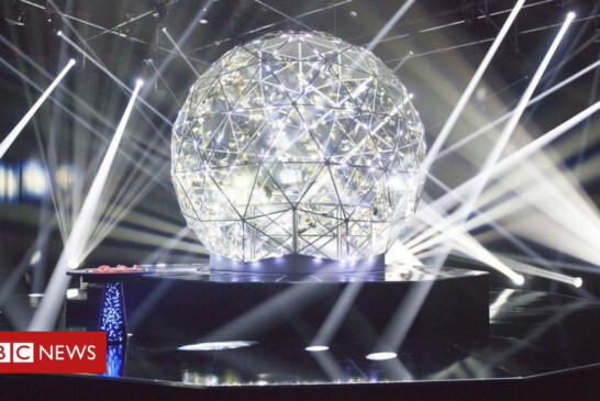Scottish researchers create 'crystal maze' for light