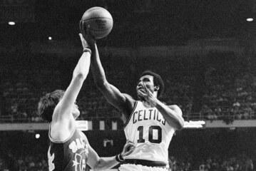 Jo Jo White, Deadeye Shooter for Boston Celtics, Dies at 71