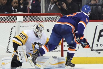 Bailey's Shootout Goal for Islanders Beats the Penguins